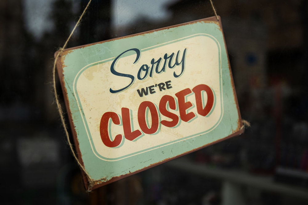 Sign saying 'sorry we're closed'